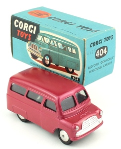 Corgi 404 bedford dormobile personnel carrier yy227