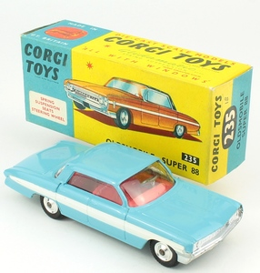 Corgi 235 oldsmobile super 88 yy241