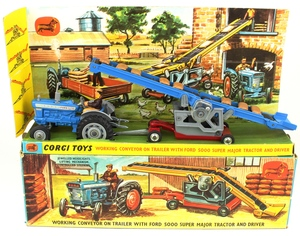 Corgi gift set 47 working conveyor tractor yy242