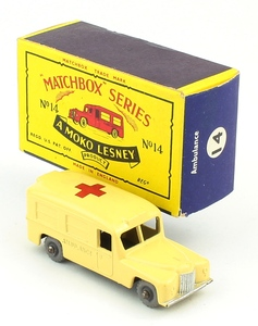 Matchbox 14 ambulance yy343