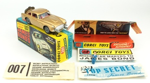 Corgi 261 james bond's aston martin yy572